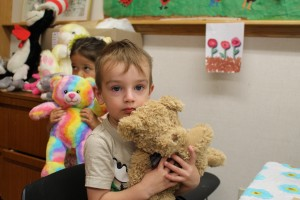 Sarah Ladik/NNSL photo Kamdyn Alexie, left, and Nikhlin Kipling brought their teddy bears for a picnic at NWT Centennial Library on Sept. 22.