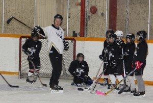 Paul Bickford/NNSL photo Jason Coakwell directs young players at the NTPC Huskies Hockey Camp over the weekend.