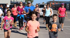 About 30 people turned out for Hay River's Terry Fox Run Sept 15, taking off from the Don Stewart Recreation Centre to Homsteaders and back on the warm and sunny afternoon. Photo by Sarah Ladik NNSL