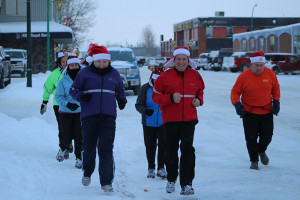 Sarah Ladik/NNSL photo Sherry, left, and Gilles Ringuette lead the pack as they start off from the Don Stewart Recreation Centre Saturday afternoon for the first annual Santa Clause Fun Run to support the Hay River Soup Kitchen.