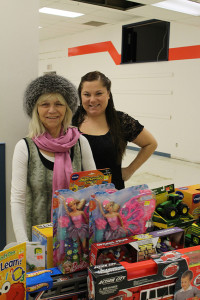 Sarah Ladik/NNSL photo Edna Dow, left, and her daughter Tatelena Dow gfet set up to take in donations at the former True Value space in the Wright Centre last Thursday.