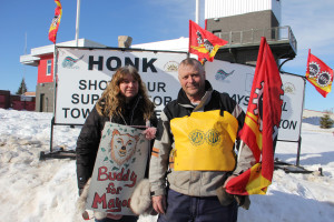 Strikers against Town of Hay River Rachel Yee, left Kim Tybring, right Members of Union of Northern Workers/Public Service Alliance of Canada March 27, 2015 Hay River Photo by Paul Bickford Northern News Services Ltd.