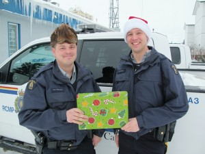 Const. Matt Halstead, left Const. Mike Pudsey Getting ready to collect donations on Dec. 12 for the 4th annual Toy Drive Dec. 6, 2015 Hay River Photo by Diana Yeager Northern News Services Ltd.