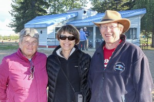 Diana Yeager/NNSL photo Nancy Makepeace, left, and Tom Makepeace, right, hosted Linda Hamilton, centre, and her Friendship Force group from the Niagara Region of Ontario. Friendship Force is an international travel organization.