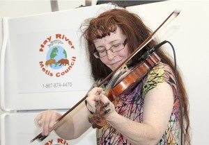 Fiddler Linda Duford entertains at a barbecue hosted by the Hay River Metis Government Council.