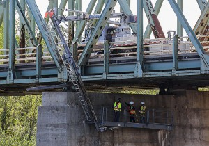 Paul Bickford/NNSL photo Inspectors are lowered underneath the Pine Point Bridge over the Hay River on Aug. 17.